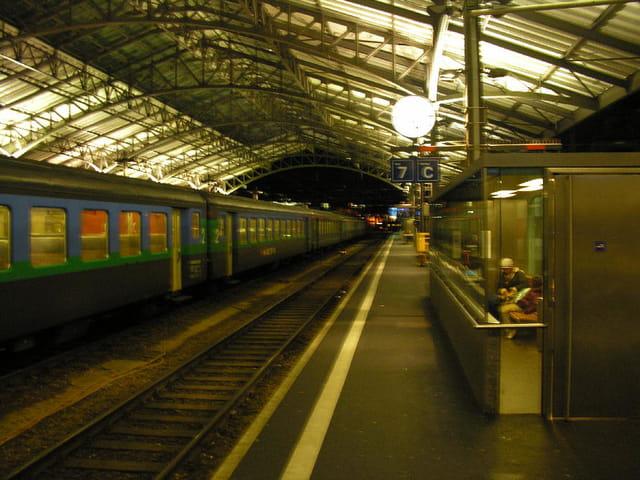 Lausanne CFF la nuit