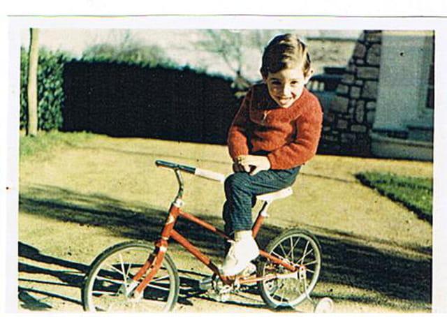 Le 1° vélo du petit frère
