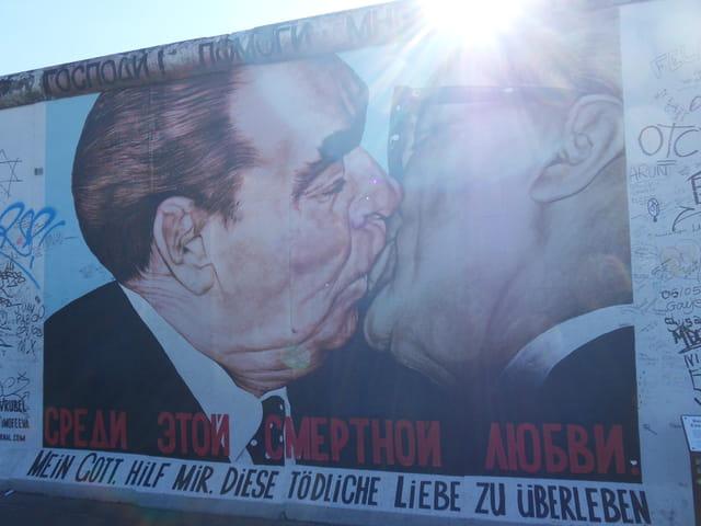 le baiser de Brejnev à Honeeker
