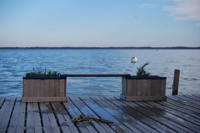 le banc face au lac