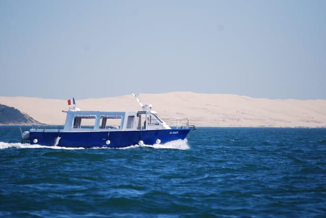 le bateau de surveillance du Bassin d'Arcachon