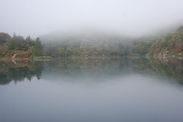 le bel automne Croate sur le Parc Naturel des lacs de Plitvice Jezera