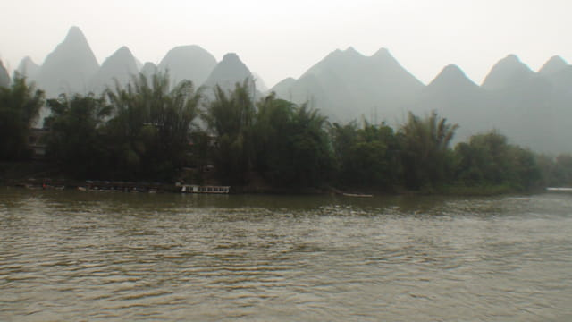 le calme de la rivière LI