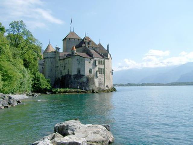 Le chateau chillon sur le lac leman