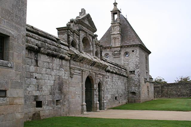 Le château de KERJEAN, L'entrée