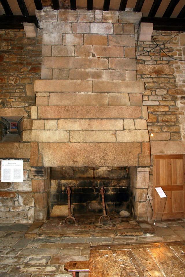 Le château de KERJEAN, la cheminée