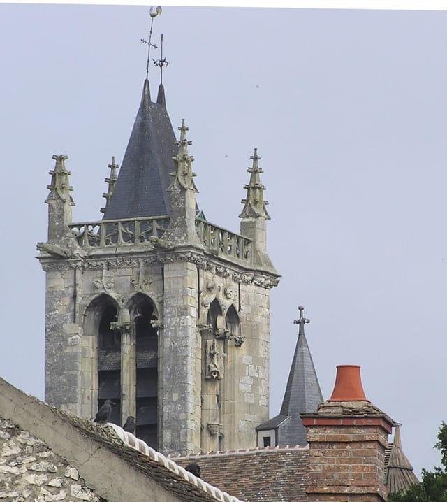 Le clocher de Notre-Dame de Moret