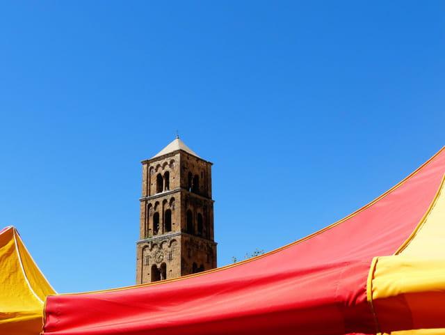 Le clocher roman lombard ....