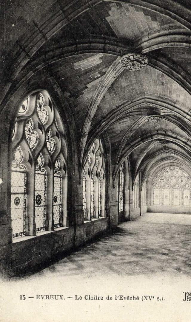 Le cloître de l'ancien évêché à Evreux