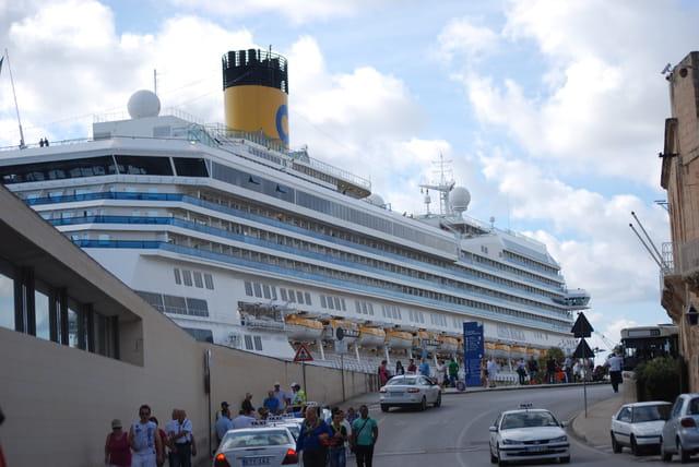 le Costa Magica au port de La Valette