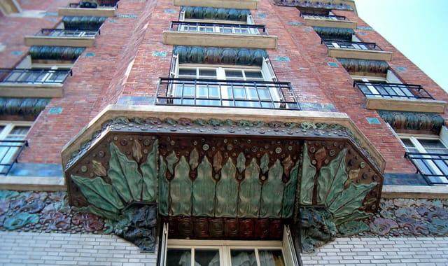 Le dessous d'un balcon