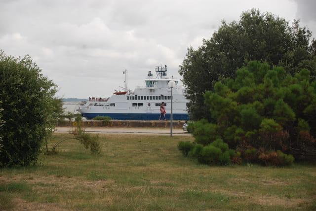 le ferry La Gironde part