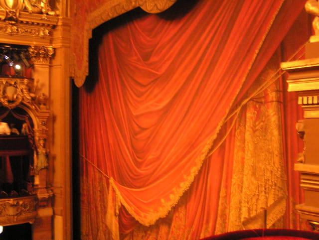 Le grand rideau de l'Opéra