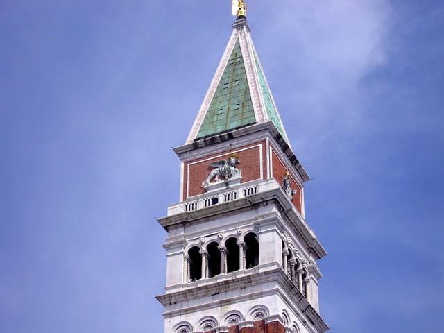 Le haut du campanile