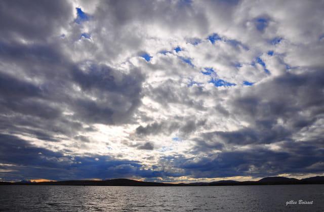 le lac Brome sous un ciel menaçant