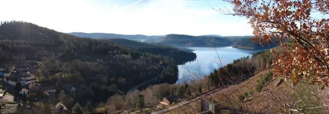 Le lac  vu du chateau