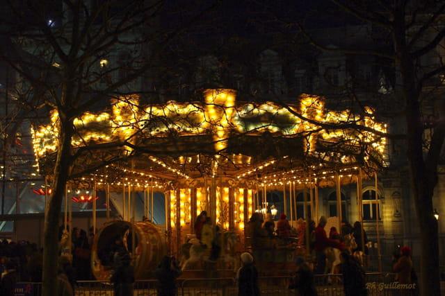 Le manège de l'hôtel de ville de PARIS