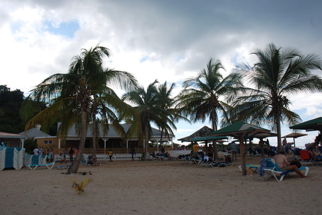 le mauvais temps arrive sur la plage
