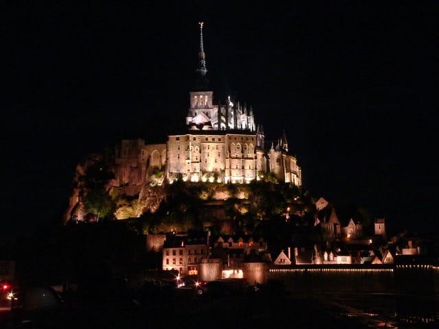 Le Mont Saint-Michel de nuit