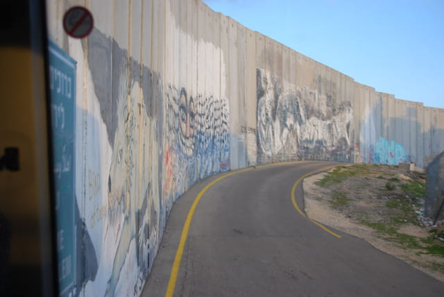 le mur de s paration isra l palestine par genevieve lapoux sur l 39 internaute. Black Bedroom Furniture Sets. Home Design Ideas