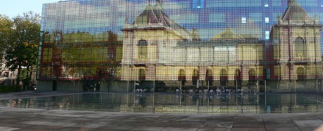Le Palais des Beaux Arts se reflète...