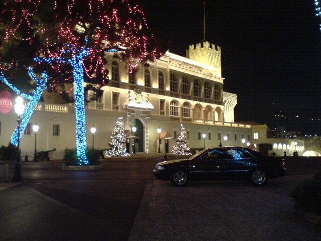 Le palais princier illuminé