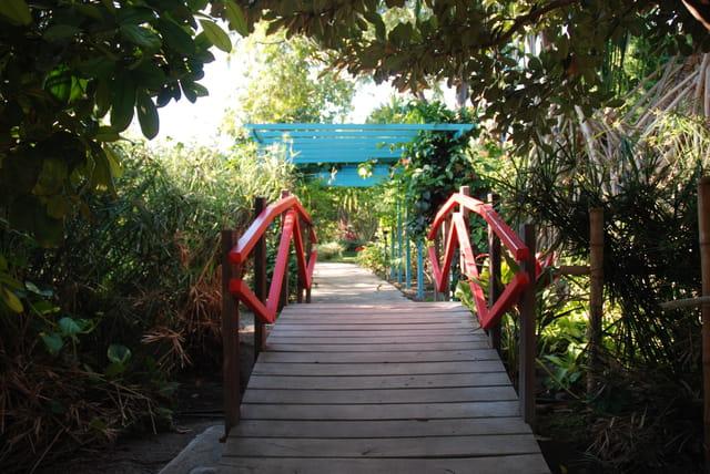 le petit pont asiatique du Jardin d'Eden