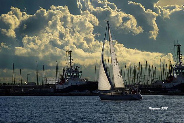 Le petit voilier  de Port de Bouc