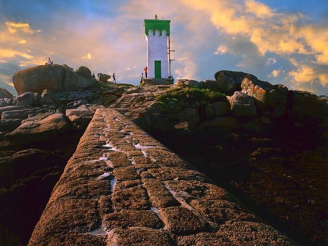 Le phare et la jetée