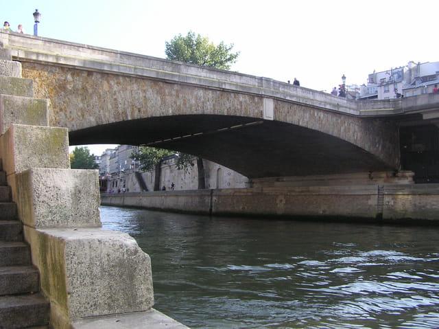 Le plus vieux pont de Paris : Le Petit Pont