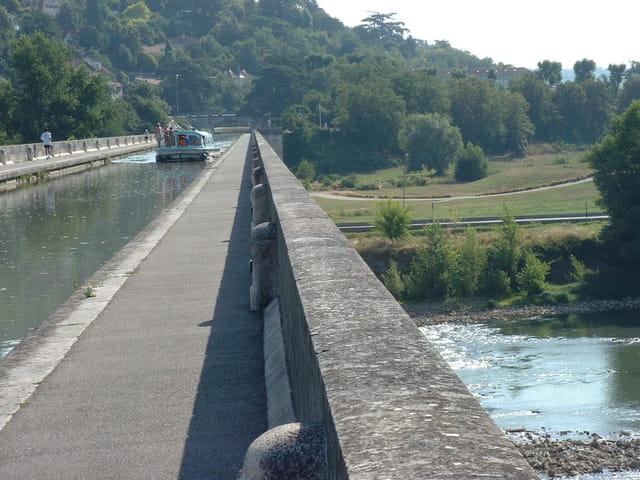 Le pont-canal.