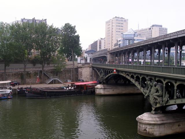 Le pont de la ligne 6