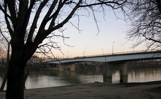 Le pont du Pecq, vu du quai rive gauche