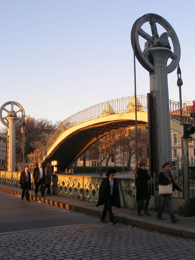 Le pont levant de la rue de Crimée