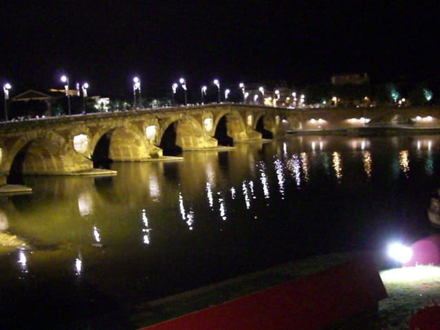 Le Pont Neuf by night
