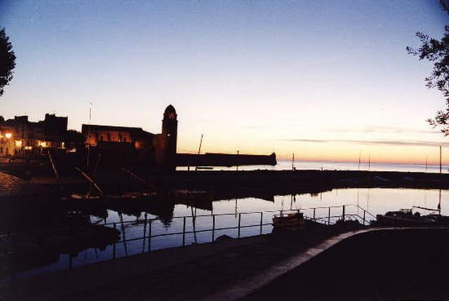 Le port au lever du soleil