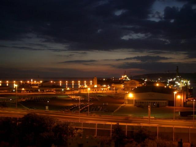 Le port de Marseille la nuit