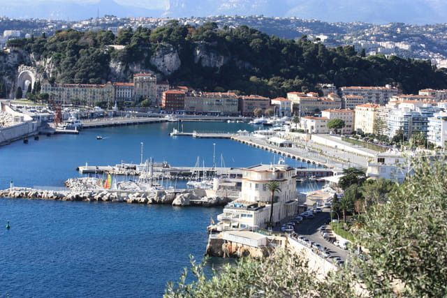 le port de nice en surplomb