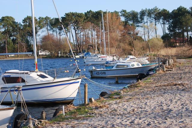 Le port sur le lac