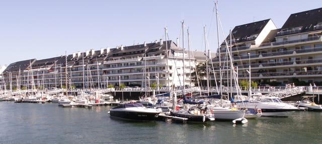 LE POULIGUEN - Port de plaisance