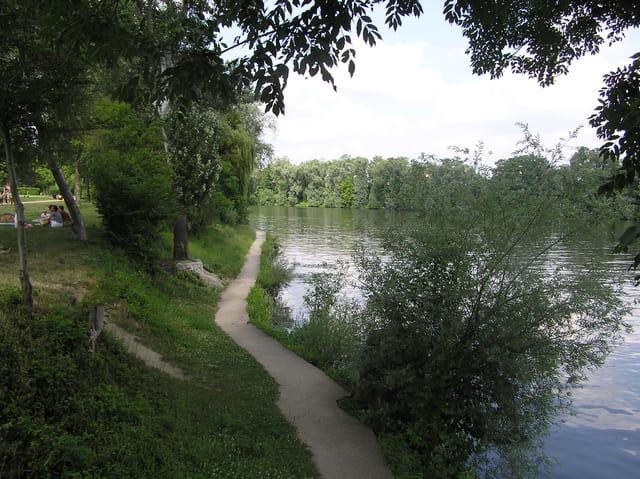Le sentier du bord de l'eau
