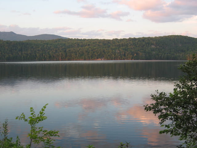 Le soir, au bord du lac