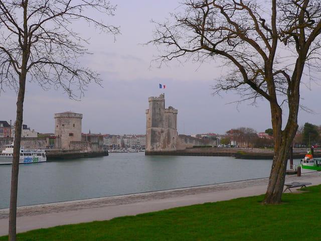 Le soir tombe sur La Rochelle