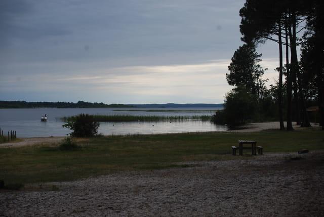le soir tombe sur le lac