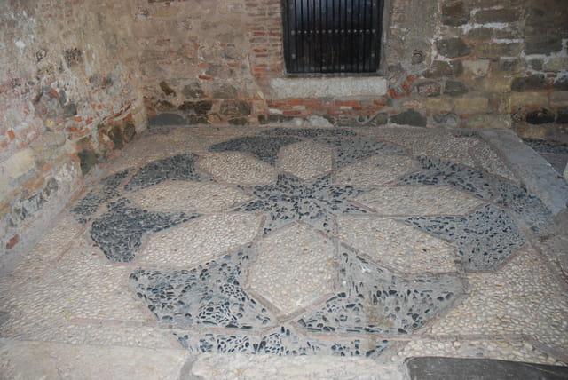 le sol de la forteresse