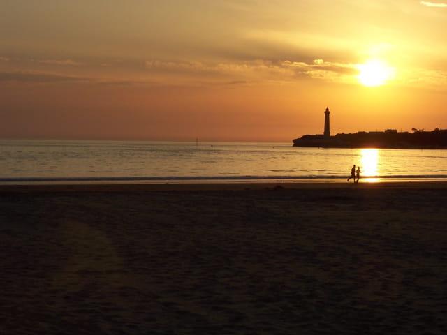 Le soleil se couche sur la mer...
