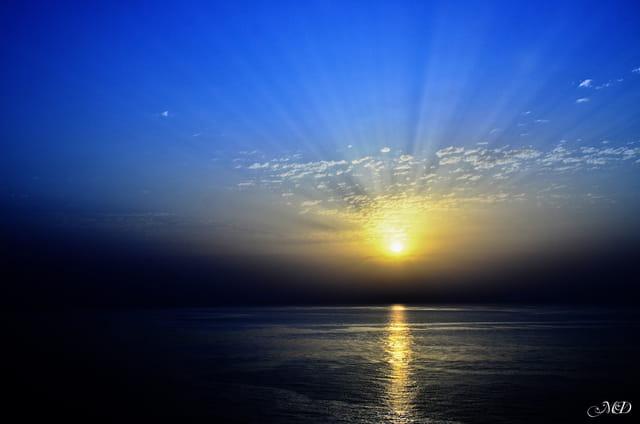 Le soleil se lève sur le grand bleu