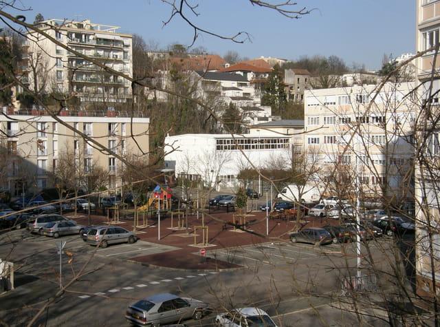 Le square Jacques Tati, au Pecq