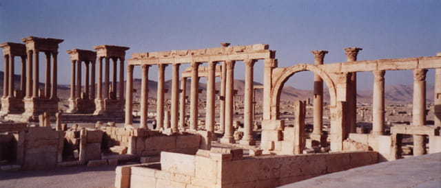 Le tétrapyle et le marché antique