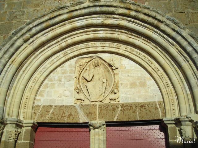 Le tympan de l'église St Barthélemy